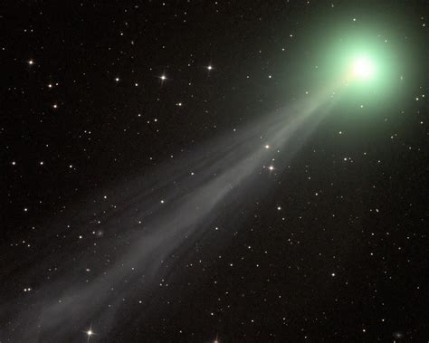 Stunning pic shows Comet Swan in South African skies