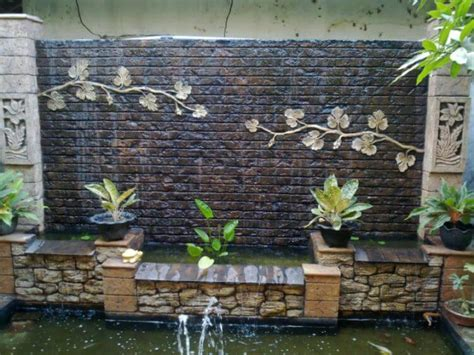 21 Backyard Wall Fountain Ideas to Wow Your Visitors